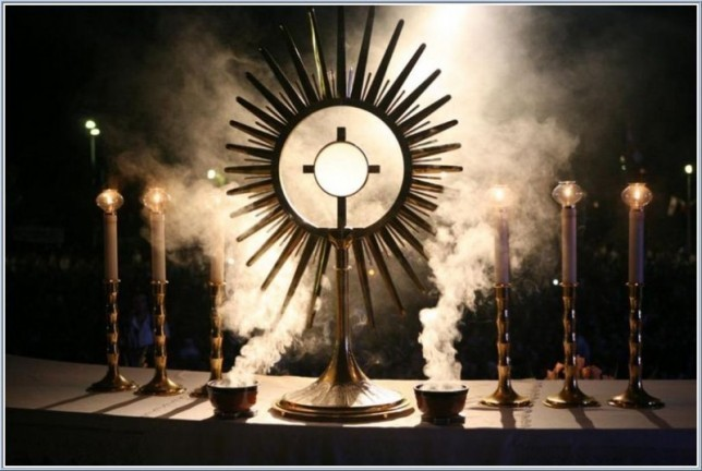 EucharistAdoration2
